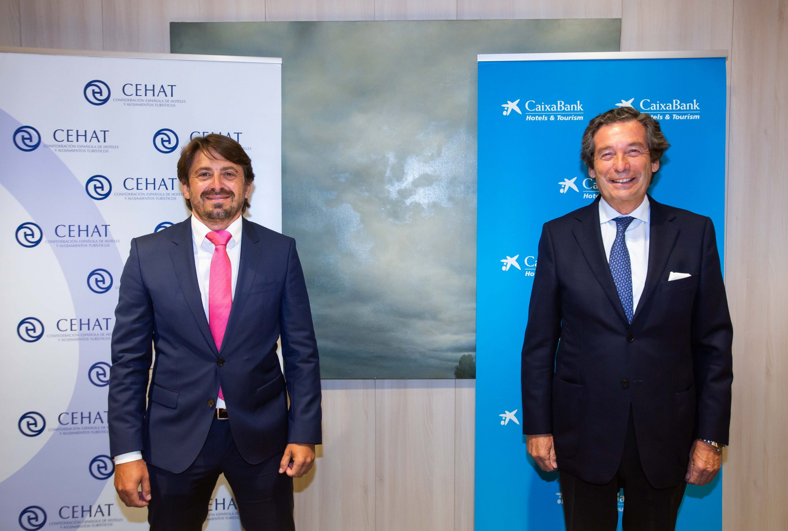 Jorge Marichal, presidente de CEHAT, y Luis Cabanas, director de Banca de Empresas de CaixaBank